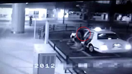 Fantasma entrando taxi