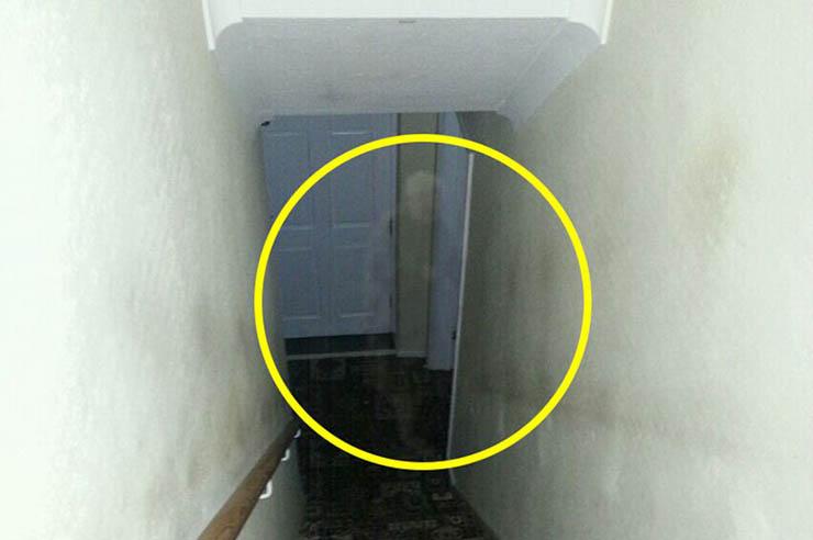 Ghost old woman angleterre - Ils photographient le fantôme d'une vieille femme dans une maison en Angleterre