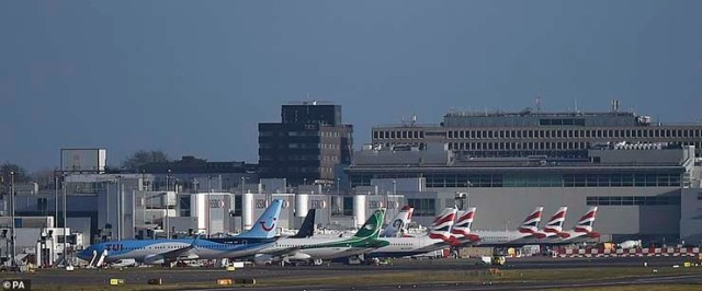 UFOs Gatwick Airport - Expert in drones ensures that several UFOs have caused the closure of Gatwick Airport