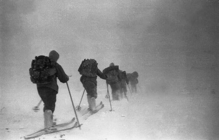 Pass des touristes russes Diatlov - Huit touristes russes disparaissent au col Diatlov, où neuf randonneurs sont morts mystérieusement en 1959