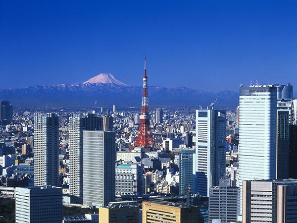 Tokyo Tower con el Monte Fuji de fondo
