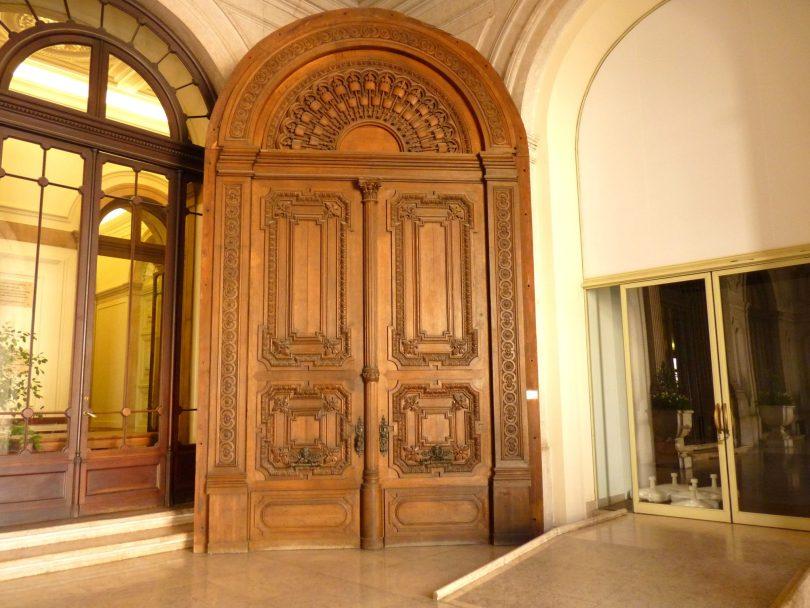 Câmara Municipal de Lisboa porta interior Lisboa Portugal Mundo Indefinido
