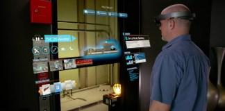 Trabajador de ThyssenKrupp usando las HoloLens