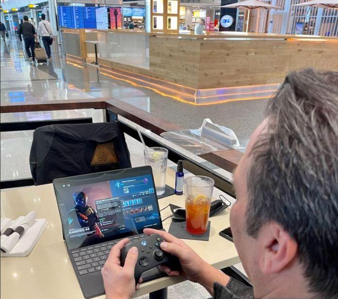 Con el evento de Xbox próximo, Phil Spencer prueba Xbox Cloud en Windows 10 y Surface Pro X
