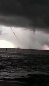 Tornados y trombas marinas en Waikiki, Hawaii – 02 de mayo 2011