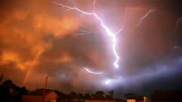 Increíble Arco Iris en Missouri sobre cielo rojo después de una tormenta – 22 de mayo de 2011