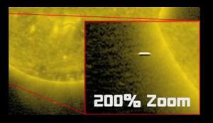Cubos gigantes Negros cerca del Sol como se ven en imágenes de SOHO (NASA)