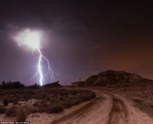 Imágenes del cielo Español durante una tormenta nocturna