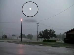 OVNI o rayo globular sobre Nueva Orleans – 02 de abril 2012