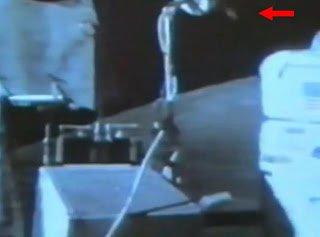 Astronauta de la NASA se emociona cuando 'algo extraño' vuela sobre su cabeza, 2013