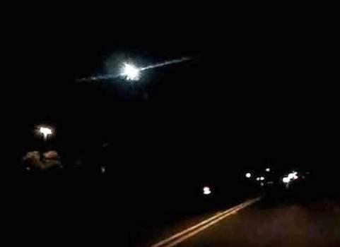Estrella fugaz / meteoro verde brillante en San Antonio
