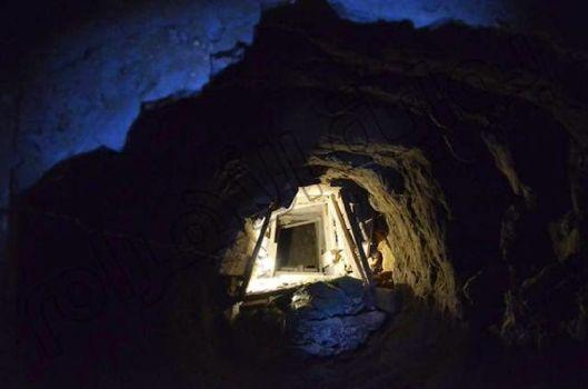 Antiguo túnel que conduce hacia la Gran Pirámide