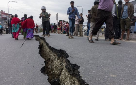 Los muertos en el terremoto de Nepal ascienden a 3.700