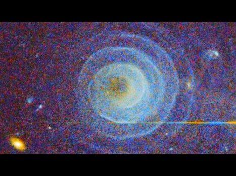 ¿Quién ilumina la espiral azul de la constelación de LL Pegasi?