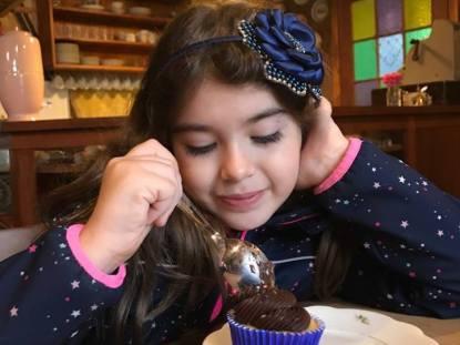 """Qual o limite do """"criança sendo criança"""" em restaurantes?"""