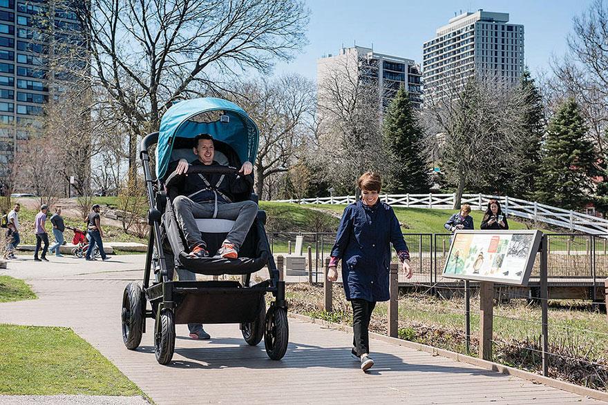 carrinho de bebê gigante