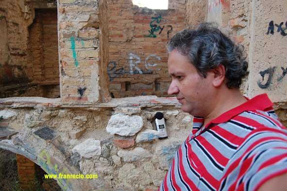 Pintadas vandalicas dentro de las ruinas