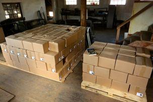 Muitas caixas chegaram para nós