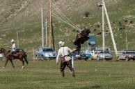 Deixavam a águia de um lado do campo