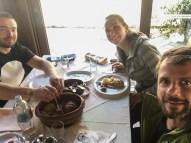 Almoço tradicional servio, oferecido pelo Milos