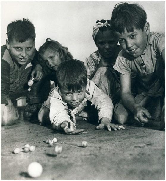 Resultado de imagen de escuela años 60. juegos de patio