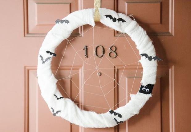 como-hacer-una-corona-para-la-puerta-de-Halloween