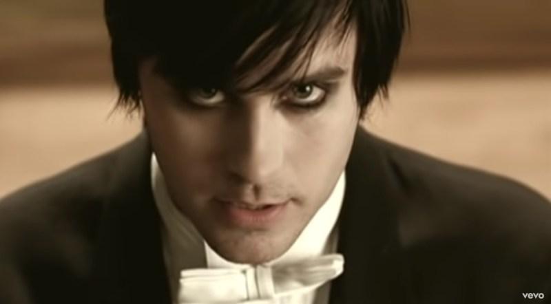 Del álbum A Beautiful Lie, es considerada la mejor canción de 30 Seconds to Mars