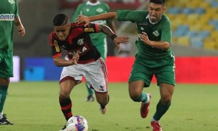 Flamengo goleia o time da Cabofriense e dorme na liderança