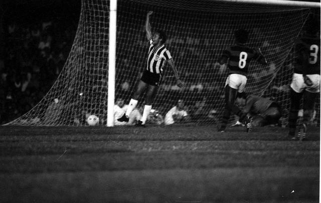 Reinaldo comemora o gol da vitória do Atlético na primeira partida da final   Foto Reprodução