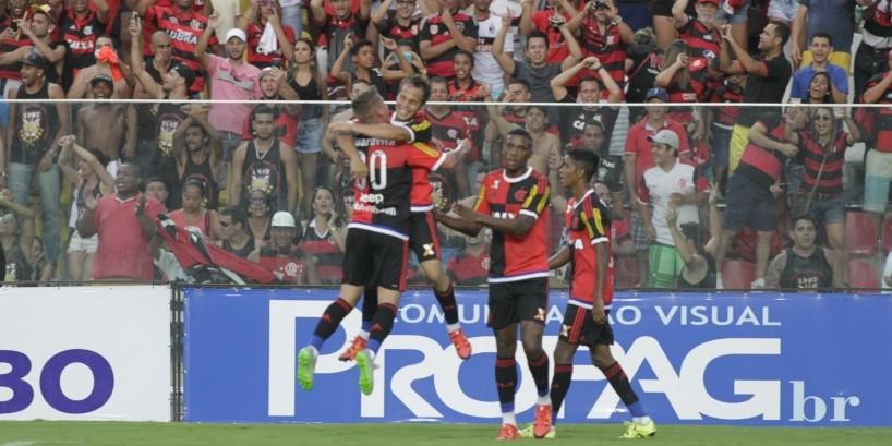 Um jogo, dois Flamengos