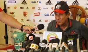 Muricy na coletiva. Foto: Flamengo