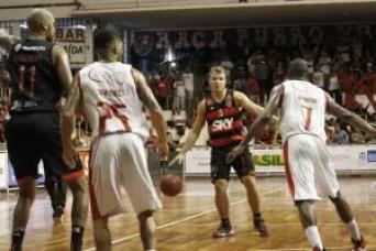 Rafa Luz foi um dos destaques do FlaBasquete, com um grande segundo tempo de partida (Foto: Gilvan de Souza/ Flamengo)