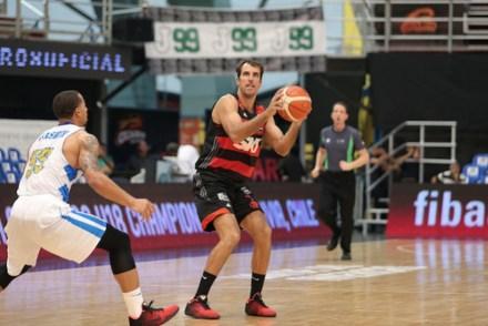 Marcelinho garantiu um bom aproveitamento nos arremessos de 3 (Foto: José Jimenez Tirado/ FIBA Americas)