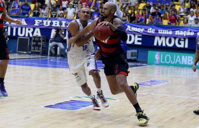 Em busca da primeira vitória na série, Flamengo encara Mogi no TTC