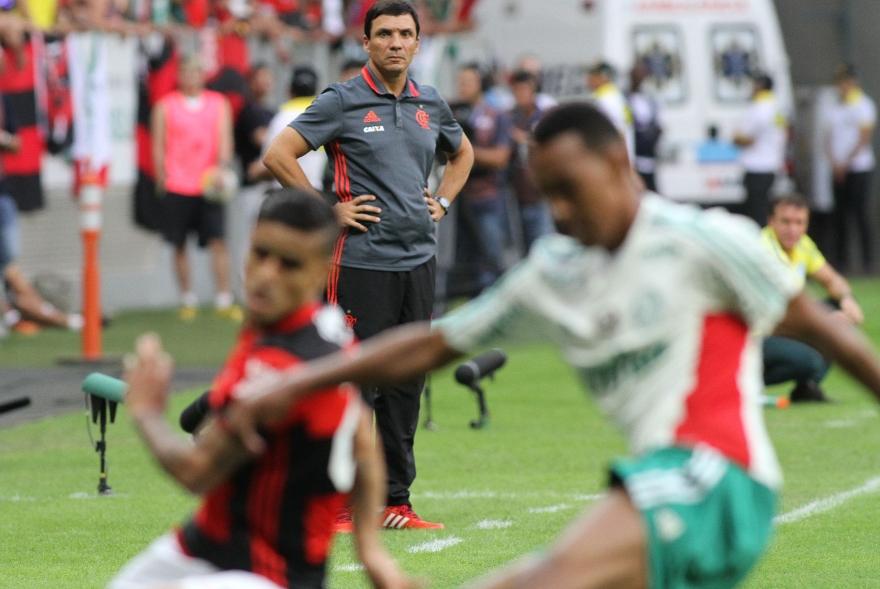 Zé Ricardo falha em 1° grande desafio no profissional
