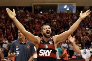 Olivinha comemora vitória em cima do Mogi, que garantiu vaga na final / Foto: João Pires - LNB