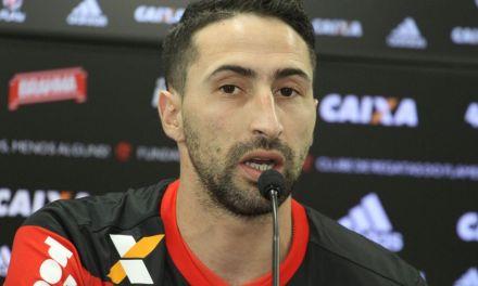 """Donatti se apresenta no Ninho do Urubu e elogia Nação: """"é a maior do mundo"""""""