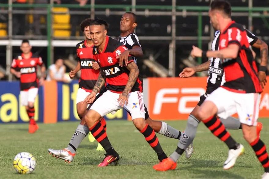 Após abrir 2 gols de vantagem, Flamengo cede empate ao Botafogo