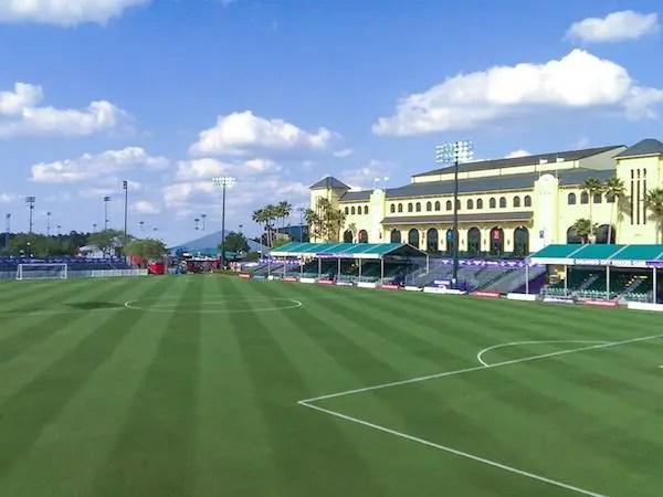 O gramado onde o Flamengo jogará contra o Wolfsburg. Foto: The Disney Express.