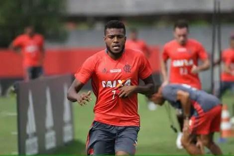 Empresário quer Cirino fora do Flamengo em 2017