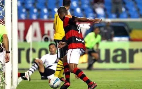 Deivid lamenta ser lembrado no Brasil por gol perdido contra o Vasco