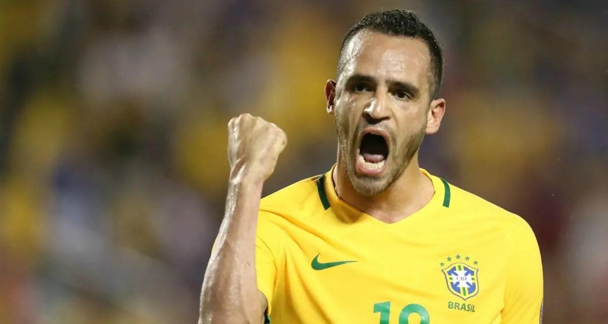 """Zico quer que Flamengo busque jogador do """"estilo Renato Augusto"""""""