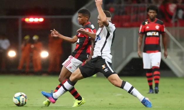 """Zé Ricardo: """"Não considero Márcio Araújo titular nem reserva"""""""