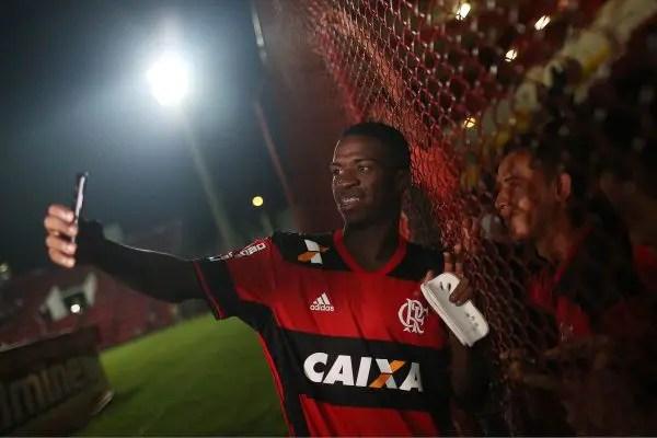 """Vinicius Jr: """"Só penso no Flamengo o tempo todo"""""""