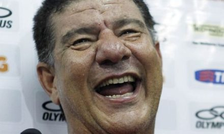 Demitido em 2012, Joel Santana cobra R$ 700 mil de juros por atraso nas parcelas da rescisão
