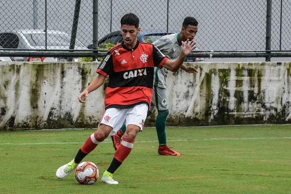 Flamengo entra em acordo com pai de Rykelmo, vítima na tragédia do Ninho do Urubu