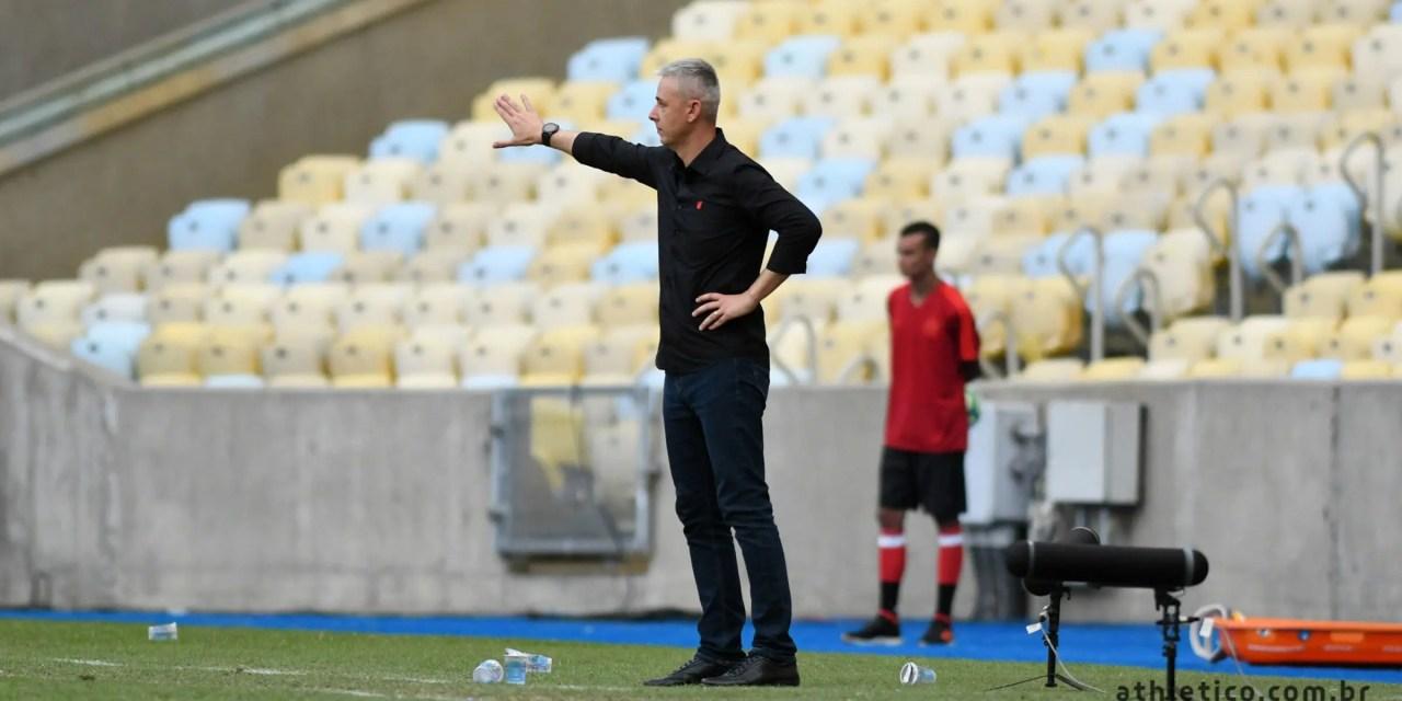 Abel elogia substituição do Athletico, diz que faria igual, mas Tiago Nunes lamenta entrada de Paulo André