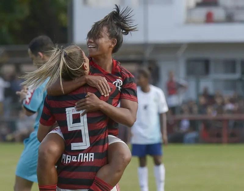 Com jogadas idênticas, Larissa e Ju são fundamentais na goleada do Flamengo/Marinha