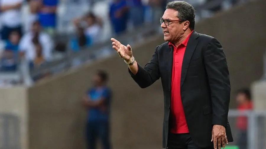 Técnico do Vasco, Luxa diz que Flamengo é o melhor time do Brasil, e fala sobre Jorge Jesus; confira
