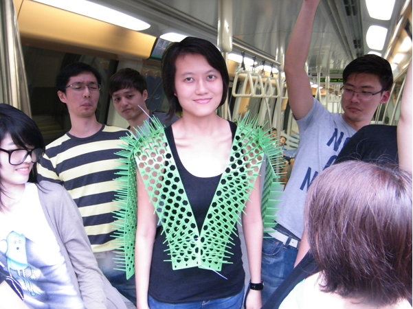 subway-crowding-vest